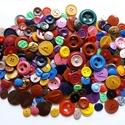200 db-os gombcsomag (4.sz.), Gomb, Műanyag gomb, A csomag 200 db műanyag gombot tartalmaz különféle színekben. Méret: 10-30 mm Ár: 1500,- Ft /..., Alkotók boltja