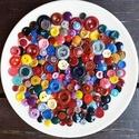 200 db Vegyes gombcsomag, Gomb, Műanyag gomb, 200 db műanyag színes gomb Méret:12-30 mm  Ára: 1600 Ft / 200 db, Alkotók boltja