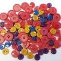 120 db színes gomb, Gomb, Műanyag gomb, Pink, lila, okker és kék színű műanyag gomb.  Méret:13-20 mm  Ára: 800 Ft / 120 db, Alkotók boltja