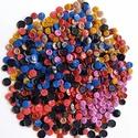 500 db színes gomb, Gomb, Műanyag gomb, Varrás, Gomb, 500 db műanyag színes gomb.   szín: kék, pink, lila, barna, okkersárga, fekete, bordó  méret: 10-15..., Alkotók boltja