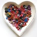 200 db színes gomb (F), Gomb, Műanyag gomb, Varrás, Gomb, 200 db műanyag színes gomb.   szín: kék, pink, lila, barna, okkersárga, fekete, bordó, zöld, szürke..., Alkotók boltja