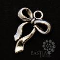 Antikolt ezüst színű masni függő dísz Nikkelmentes (00187), Antikolt ezüst színű masni függő dísz Az ár...