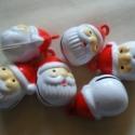Csilingelő télapó, Gyöngy, ékszerkellék, Figurális gyöngyök, Fém, csengőcske, kb 2 cm, karácsonyi ajandékkészítéshez tökéletes.  , Alkotók boltja