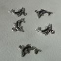 Delfin medál, Gyöngy, ékszerkellék, Egyéb alkatrész, Ékszerkészítés, Szerelékek, Delfin tibeti ezüst színű medálok. Méret:  10*8 mm 1 csomag 5 db medált tartalmaz., Alkotók boltja
