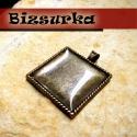 Antik bronz négyzetes medálalap (3730) + epoxi 25x25mm, Gyöngy, ékszerkellék, Antik bronz négyzetes medálalap + epoxi .  Medál mérete: 37 x 30 mm. Epoxi: 25 x 25 mm.  Az ár ..., Alkotók boltja