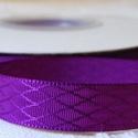Ultraibolya rombuszmintás egyoldalas szatén szalag 9mm/20m, Textil, Szalag, pánt, Varrás, Virágkötészet, Szalag, Ultraibolya rombuszmintás 9mm-es egyoldalas szatén szalag, mely kiváló virágkötőknek, ajándék és me..., Alkotók boltja