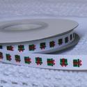 Zöld ajándékmintás szatén szalag 9mm/20m, Textil, Szalag, pánt, Varrás, Szalag, Textil, Zöld ajándékmintás 9mm-es szatén szalag, mely kiváló a karácsonyi ajándékok szebbé varázsolására.  ..., Alkotók boltja
