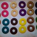 Festett fa karika több színben, 50 mm, Fa, Gyöngy, ékszerkellék, Ékszerkészítés, Famegmunkálás, Mindenmás, Fa karikák, több színben.  Mérete: 50 mm  Anyaga: fa  60 Ft/db Színek: citromsárga (14 db), lila (1..., Alkotók boltja