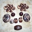 Barna fahatású akril gyöngy mix, Gyöngy, ékszerkellék, Műanyag gyöngy, 10db különféle méretű, alakú fa hatású akril (műanyag) gyöngyök barna-fekete színekben. ..., Alkotók boltja