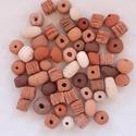 Kerámia Gyöngyök, Dekorációs kellékek, Gyöngy, ékszerkellék, Kerámiagyöngy, 50 db-os vegyes gyöngy csomag. Fehér és vörös agyagból készült terrakotta kerámia gyöngyö..., Alkotók boltja