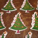 Karácsonyfa alakú fagombok - 10 db (25 Ft/db), Gomb, Dekorációs kellékek, Mindenmás, Varrás, Gomb, Karácsonyfa formájú és mintájú vidám fagombok. Ünnepi dekorálásra tökéletes mind Mikulásra, mind Ka..., Alkotók boltja