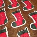 Karácsonyi zokni alakú fagombok - 10 db (25 Ft/db), Gomb, Dekorációs kellékek, Karácsonyi zokni formájú és mintájú vidám fagombok. Ünnepi dekorálásra tökéletes mind Mikulásra, min..., Alkotók boltja