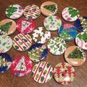 Karácsonyi vegyes fagombok - 20 db (18 Ft/db), Gomb, Dekorációs kellékek, Különböző karácsonyi mintájú kerek fagombok. Ünnepi dekorálásra tökéletes mind Mikulásra, mind Karác..., Alkotók boltja