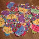 Bagoly alakú, színes fagombok - 18 db (20 Ft/db), Gomb, Dekorációs kellékek, Mindenmás, Varrás, Gomb, Színes, bagoly formájú, vidám fagombok különböző színekben. A gombcsomag a képen látható gombokat t..., Alkotók boltja