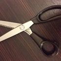 Cikk-cakk olló - 3 mm - 2990 Ft, Szerszámok, eszközök, Vágóeszköz, kézi, Mindenmás, Strapabíró, fekete nyelű, acél élű cikk-cakk olló.  Az olló teljes hossza: 23 cm A cikk-cakkok szám..., Alkotók boltja