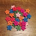 Csillag alakú, színes fagombok - 30 db (10 Ft/db), Gomb, Fa, Varrás, Famegmunkálás, Gomb, Fából készült, csillag alakú gombcsomag. A csomag 5-5 db gombot tartalmaz a következő színekből: - ..., Alkotók boltja