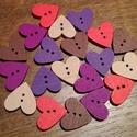 Színes szív alakú fa gombok - 20 db (25 Ft/db), Gomb, Fa, Színes, fából készült, szív alakú gombcsomag. 4-4 darab a következő színekből: - piros - ciklámen - ..., Alkotók boltja