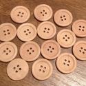 Közepes, kerek, natúr, négylyukú fa gombok -  15 db (24 Ft/db), Fa, Gomb, Mindenmás, Varrás, Gomb, Kerek, natúr, fából készült négylyukú gombcsomag.  Méret: 20 mm  A gombok darabára: 24 Ft  Boltomba..., Alkotók boltja