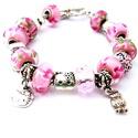 Hello Kitty! - rózsaszín virágos cicás charm karkötő pandora stílusban cukorkával, Ékszer, Karkötő, Gyöngyfűzés, Ékszerkészítés, Rózsaszín virág mintás pandora lámpagyöngyökből és egy áttetsző rózsaszín csiszolt üveg pandora stí..., Meska