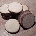 Fakorong - juhar, Fa, Egyéb fatermék, Famegmunkálás, 3 - 6 cm átmérőjű 7 mm vastag fakorongok. 1 csomag 12 db-ot tartalmaz. Középkemény fa. Kérge hosszú..., Alkotók boltja