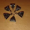 Medáltartó  6 db/csomag, Gyöngy, ékszerkellék, Dekorációs kellékek, Ékszerkészítés, Fém köztesek, Tibeti ezüst háromszög medáltartók ékszerkészítéshez,dekoráláshoz. A csomag 6db-ot tartalmaz., Alkotók boltja