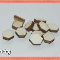 Fa hatszög - 1x1 cm - 30 db - 10 Ft/db, Dekorációs kellékek, Fa, Fából készült natúr fa hatszög. Az ár 50 db-ra értendő. Mérete: 1x1x0.3 cm, Alkotók boltja