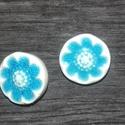 Kerámia gomb, Gomb, Kerámia gomb, Agyagozás, 5 darab hátul varrós kerámia gombot készítettem fehér agyagból és gyönyörű kékre mázaztam.   A hátu..., Alkotók boltja