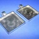 Medál alap (163. minta/2 db), Gyöngy, ékszerkellék, Egyéb alkatrész, Medál alap (163. minta) - szögletes - ezüst színben  Mérete: 28x28x3 mm A belső mérete: 25x25 mm A m..., Alkotók boltja