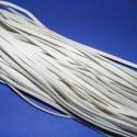 Bőrutánzat zsinór (ZS72/5 db) - fehér, Fonal, cérna, Bőrutánzat zsinór (ZS72) - fehér  Mérete: 3x1 mm/1 m Nyakbavaló alapnak, fonási technikákhoz ajánlot..., Alkotók boltja