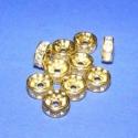 Rondell (517/A minta/10 db), Gyöngy, ékszerkellék, Fém köztesek, Ékszerkészítés, Szerelékek, Fém köztesek, Rondell (517/A minta)  Arany színű köztes elem átlátszó üveg strasszokkal. Mérete: 10x4 mm  Az ár 1..., Alkotók boltja