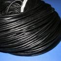 Hasított bőrszíj - 4 mm (1. minta/1 m) - fekete, Gyöngy, ékszerkellék, Egyéb alkatrész, Hasított bőrszíj - 4 mm (1. minta/1 m) - fekete Mérete 4mm átmérőjű.Valódi hasított marhabőrből kész..., Alkotók boltja