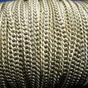 Bronz színű lánc(Lánc50 minta/1m), Gyöngy, ékszerkellék, Egyéb alkatrész, Bronz színű lánc. Mérete 4,5x3x1mm. A feltüntetett ár 1méter láncra vonatkozik., Alkotók boltja