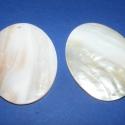Fúrt kagyló ékszer alap (26. minta/2 db) - fehér, Gyöngy, ékszerkellék, Egyéb alkatrész, Fúrt kagyló ékszer alap (26. minta) - fehér - ovális  Az ékszerkészítés dekoratív kiegész..., Alkotók boltja