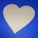 Fa szív függeszthető (16cm/1db), Fa, Egyéb fatermék, Famegmunkálás, Ékszerkészítés, Szerelékek, Fa szív függeszthető (16cm/1db) A fa alapból egyéni függődíszeket,fali dekorációkat készíthetünk. M..., Alkotók boltja
