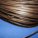 Hasított bőrszíj - 2 mm (4. minta/1 m) - metál bronz, Gyöngy, ékszerkellék, Egyéb alkatrész, Ékszerkészítés, Szerelékek, Hasított bőrszíj (4. minta) - tekercses - metál bronz színben  Mérete: 2 mm átmérőjű Valódi hasítot..., Alkotók boltja