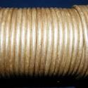 Hasított bőrszíj - 5 mm (21. minta/1 m) - metál krém (AKCIÓS), Gyöngy, ékszerkellék, Egyéb alkatrész, Hasított bőrszíj (21. minta) - metál krém - AKCIÓS  Mérete: 5 mm átmérőjű Valódi hasított marhabőrbő..., Alkotók boltja