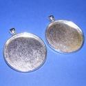 Medál alap (100/B minta/1 db), Gyöngy, ékszerkellék,  Medál alap (100/B minta) kerek - ezüst színben  Mérete: 48x40x4 mmA belső mérete: 38 mm (hozzáillő ..., Alkotók boltja