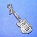 Medál (526. minta/1 db) - gitár, Gyöngy, ékszerkellék,  Fém medál (526. minta) - gitár - ezüst színű  Mérete: 30x10 mm Az ár 1 db termékre vonatk..., Alkotók boltja