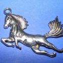 Medál (590. minta/1 db) - ló, Gyöngy, ékszerkellék,  Medál (590. minta) - ló - ezüst színben  Mérete: 45x34,5x4 mm  Az ár egy darab termékre vona..., Alkotók boltja