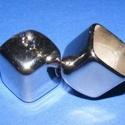 Felületkezelt műanyag bőrvég-20 (17x17x25 mm/1 db) - kocka zárókupak, Gyöngy, ékszerkellék, Ékszerkészítés,  Felületkezelt műanyag bőrvég-20 -  kocka zárókupak  Mérete: 17x17x25 mm  Az alkatrész anyaga műany..., Alkotók boltja