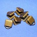 Szalagvég (445/A minta/1 db) - 6x8x5 mm, Gyöngy, ékszerkellék, Ékszerkészítés,  Szalagvég (445/A minta) - bronz színben  Mérete: 6x8x5 mm Az ár egy darab termékre vonatkozik.  , Alkotók boltja