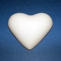 Fehér cserépfigura (6,6x6 cm/1 db) - szív, Díszíthető tárgyak, Cserép,  Fehér cserépfigura - akasztható - szív  Mérete: 6,6x6 cmFurat: 2 mm  Az ár egy darab termékr..., Alkotók boltja