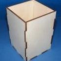 Fa ceruzatartó (1 db) - szögletes, Fa,  Fa ceruzatartó - szögletes  Mérete: 8x8x12 cmAnyaga: natúr fa  Az ár egy darab termékre vonat..., Alkotók boltja