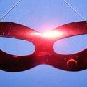 Hologramos papír szemálarc (19x6 cm/1 db) - piros, Díszíthető tárgyak, Papírmasé, Mindenmás,  Hologramos papír szemálarc - piros - gumival  Mérete: 19x6 cm Az ár egy darab termékre vonatkozik...., Alkotók boltja