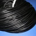 Hasított bőrszíj - 4 mm (1. minta/1 m) - fekete, Vegyes alapanyag, Egyéb alapanyag, Bőrművesség,  Hasított bőrszíj (1. minta) - tekercses - fekete  Mérete: 4 mm átmérőjű  Valódi hasított marhabőrb..., Alkotók boltja