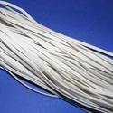 Bőrutánzat zsinór (ZS72/1 db) - fehér, Vegyes alapanyag, Egyéb alapanyag,  Bőrutánzat zsinór (ZS72) - fehér  Mérete: 3x1 mm/1 m Nyakbavaló alapnak, fonási technikákhoz ajánl..., Alkotók boltja