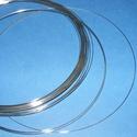 Memóriadrót - nyaklánc alap (? 115 mm/10 g) - platinum, Gyöngy, ékszerkellék, Drót, Ékszerkészítés, Fűzőszál,  Memóriadrót - nyaklánc méret - platinum  Egyszerű, könnyen kezelhető, látványos eredmény.  Mérete:..., Alkotók boltja