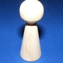 Fa bábu (1 db) - 60x23 mm, Dekorációs kellékek, Figurák,   Fa bábu - natúr    Mérete: 60x23 mm  Az ár 1 darab termékre vonatkozik.   , Alkotók boltja