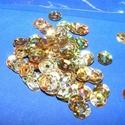 Flitter-20 (3 g) - hologramos arany (kerek), Gyöngy, ékszerkellék, Varrás,  Flitter-20 - hologramos arany - kerek  Mérete: Ø 6-7 mmA furat mérete: 1 mm  Kiszerelés: 3 g..., Alkotók boltja