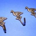 Akasztó-6/A (1 db) - bronz, Csat, karika, zár, Mindenmás,  Fém akasztó-6/A - liba - bronz színben  Mérete: 5x1,7 cm Az ár egy darab termékre vonatkozik. , Alkotók boltja